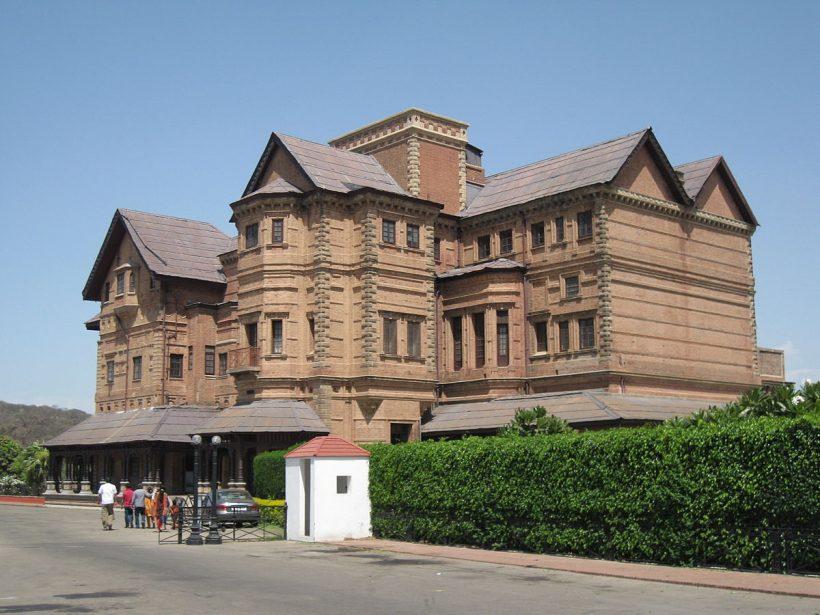 1200px-Amar_Mahal_Museum,_Jammu
