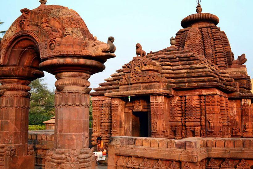 Puri Orrisa Temple by Rubyholidays