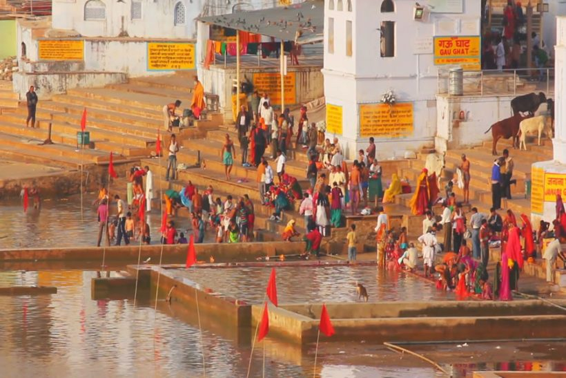 ritual-bathing-in-holy-lake-pushkar